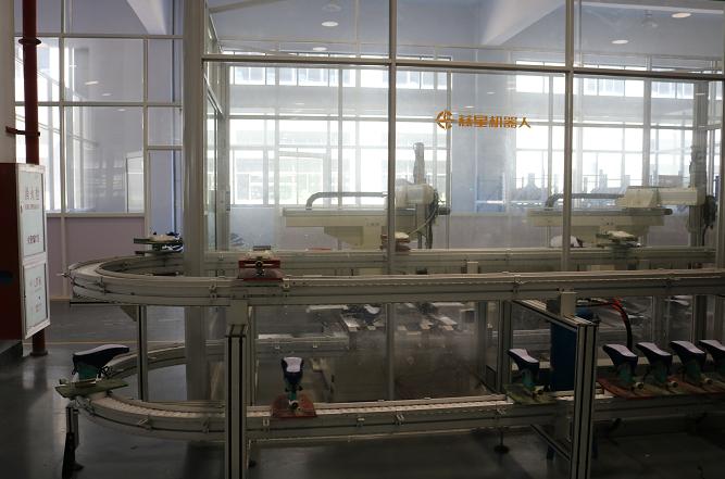 慈星无人工厂中的机器人产线。袁纪琦摄