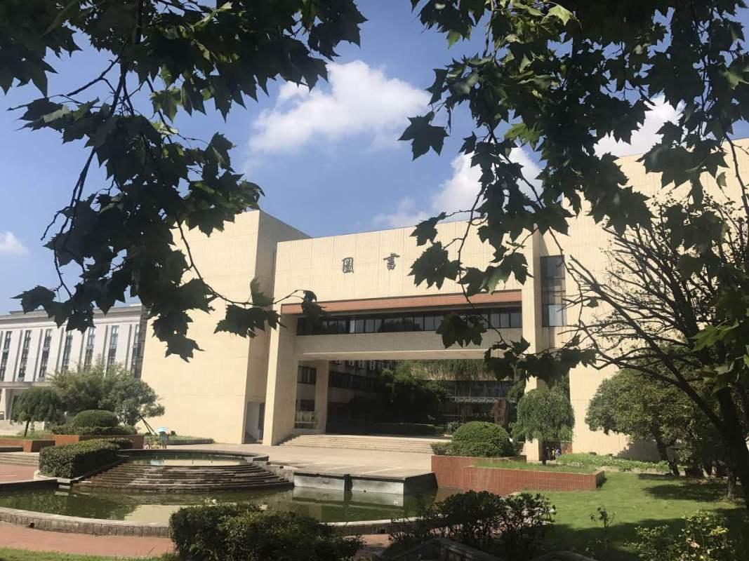 图为华中科技大学图书馆