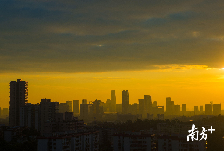 台风将近的羊城清晨,睁开眼被震撼到了!