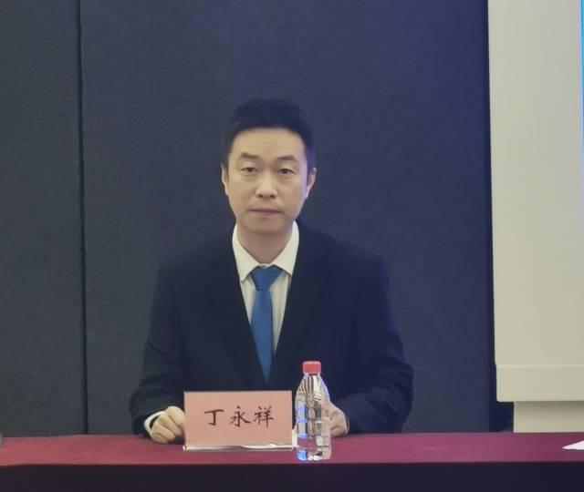南方测绘集团南方卫星导航副总工丁永祥在发布会上。