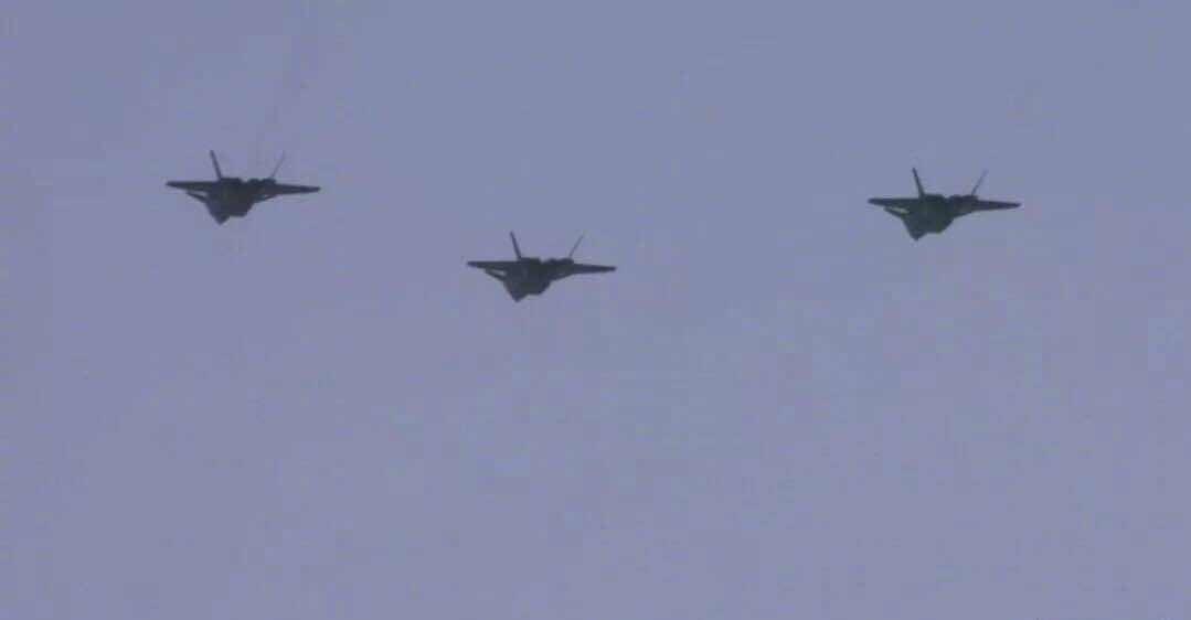 中国空军歼20战机首次开展海上方向实战训练
