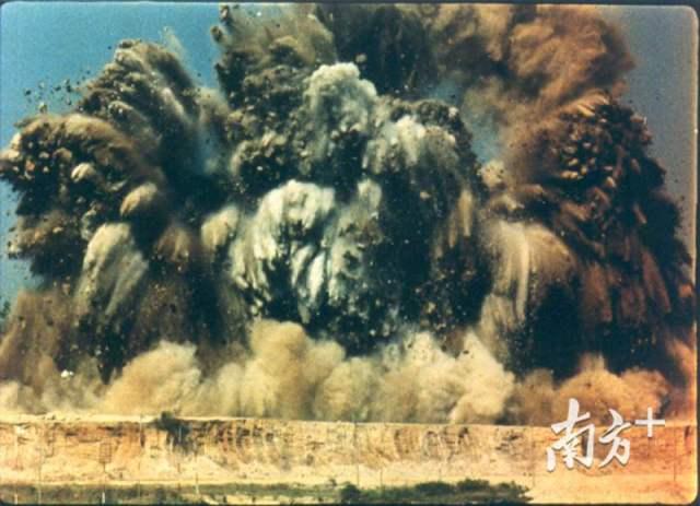 """011979年7月,蛇口轰然响起填海建港的开山炮,后人称之为中国改革开放的""""第一炮""""。"""