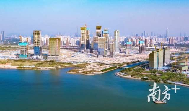 深圳前海一派繁忙景象,80多个工地同步在建,世界一流城市新中心雏形已现。南方日报记者鲁力摄