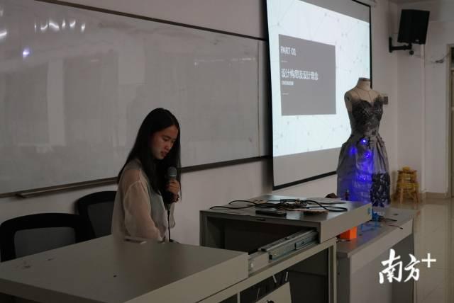 大二女生王红正在分享她制作作品的过程