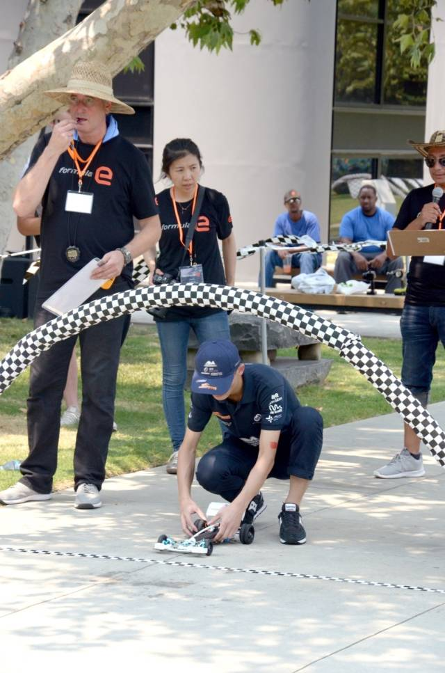 动态项目中坡道竞速项目。