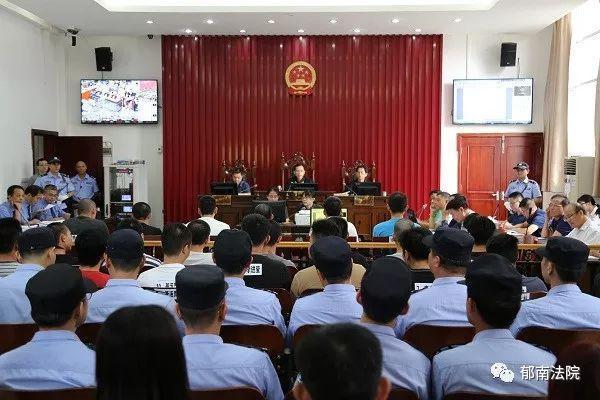 云浮郁南法院公开开庭审理25名涉黑恶被告人(图1)