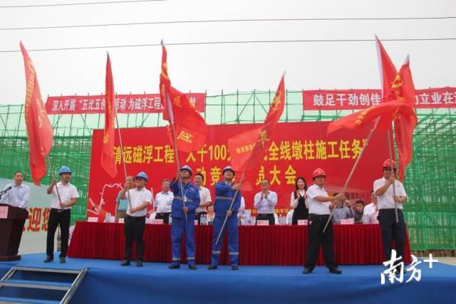党员先锋岗、青年突击队授旗仪式。