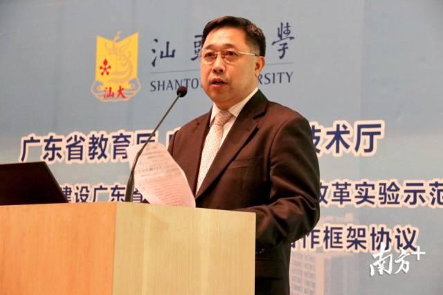 省科技厅副厅长劳帜红发表致辞。