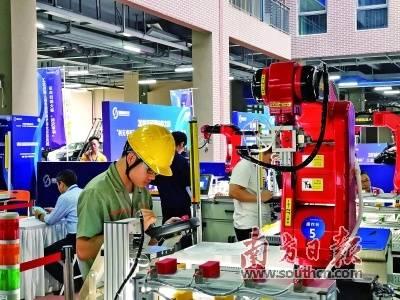 2018年工业机器人技术应用操作职业技能竞赛决赛在中科院深圳先进院举行。 南方日报记者 鲁力 摄