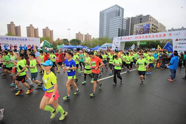 图为2017年清远国际马拉松赛