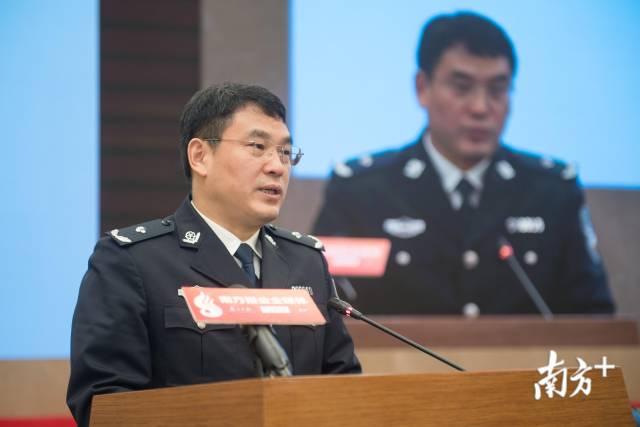 省公安廳副廳長孫太平講話。