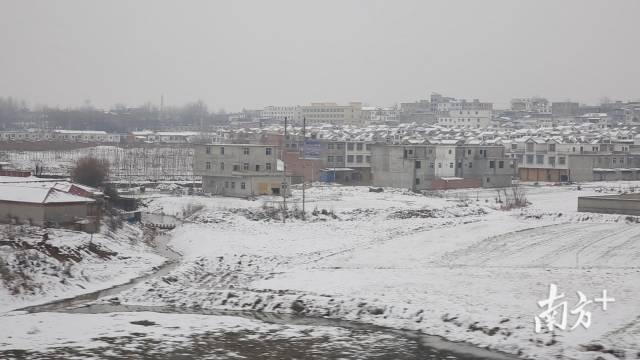 (图)高铁外白雪皑皑的景色