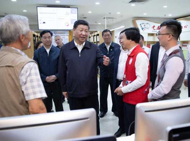 2018年10月24日,正在深圳市考察的习近平来到龙华区民治街道北站社区,走进社区党群服务中心。