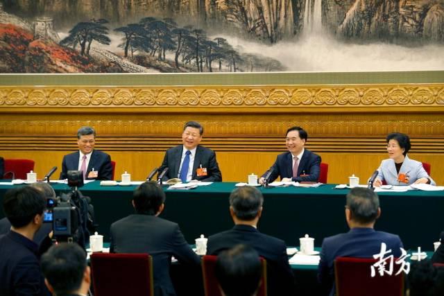 2018年3月7日,习近平在广东代表团参加审议。