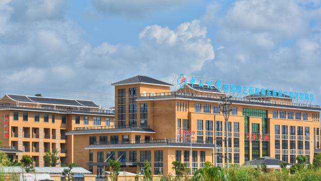 高端大气的畲江镇中心卫生院。钟玲芬 摄