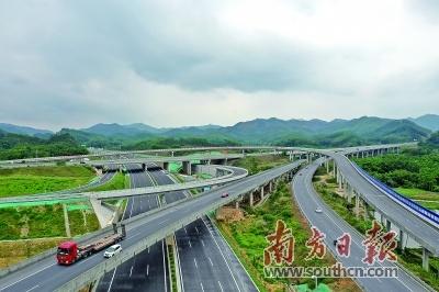 """广台高速重要组成部分的高恩高速已于4月初建成通车,实现江门市今年高速公路建设""""开门红""""。 杨兴乐 摄"""