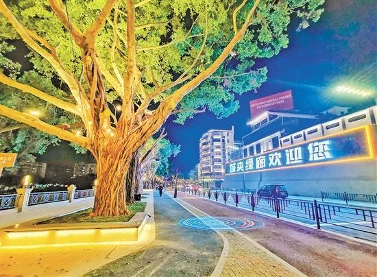 """城央绿廊做到了人行道、跑步道、骑行道、绿道""""四道贯通""""。 付师华 摄"""