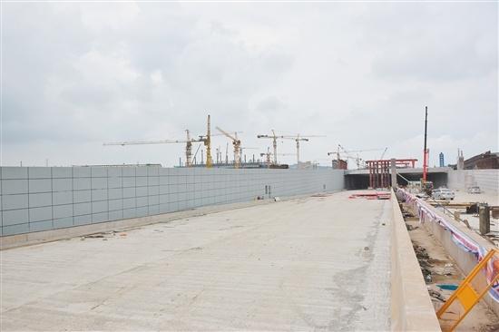 江门站江门大道下穿隧道施工进展顺利,主线计划6月30日前完工并投入使用。