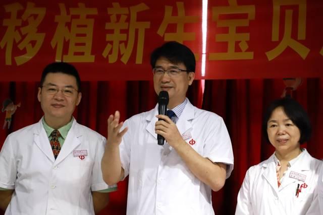 王长希教授为小朋友们送上节日祝福。