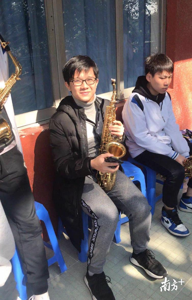顺德高中特色教育成果显著,华侨中学考生刘曲浩然拿下全省音乐类总分第一名。华侨中学供图
