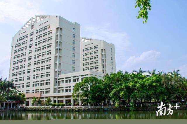 广油官渡校区第二教学楼。