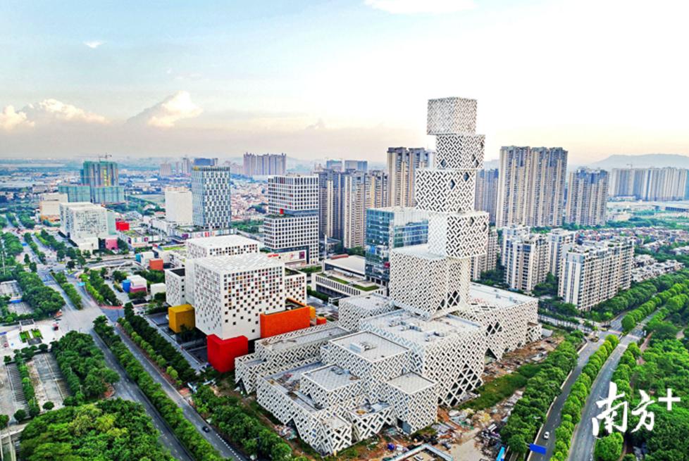 顺德区2018年末全区城镇常住人口增加数,超过邻居广州番禺区同期水平。戴嘉信 摄