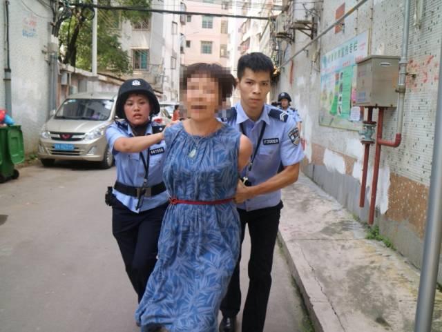 阻碍执行的人员被带离现场