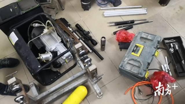 鉛彈制造模具。