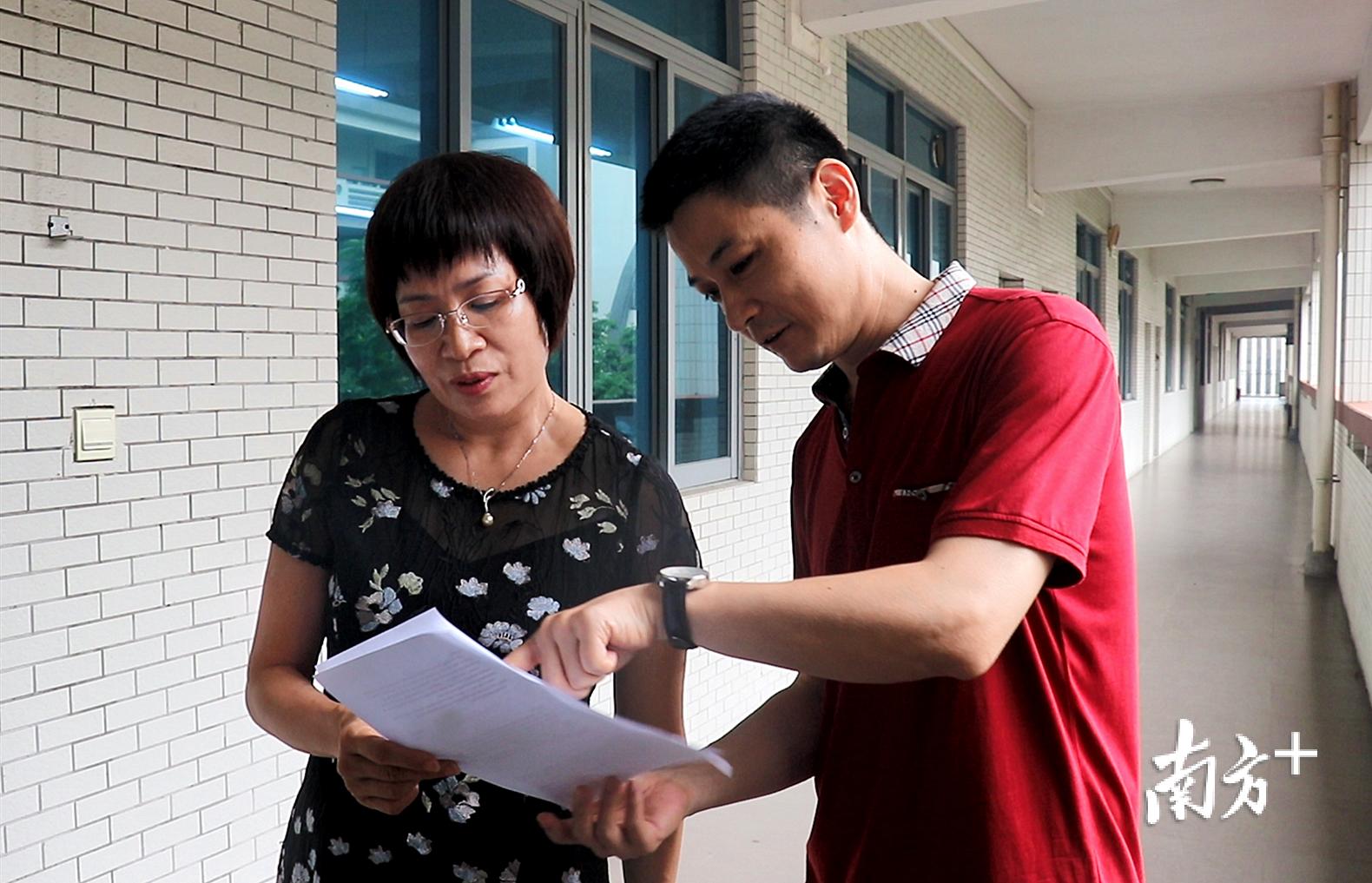 在处理繁杂行政事务的同时,梁瑞娟尽可能深入到教育教学一线。田人心 摄