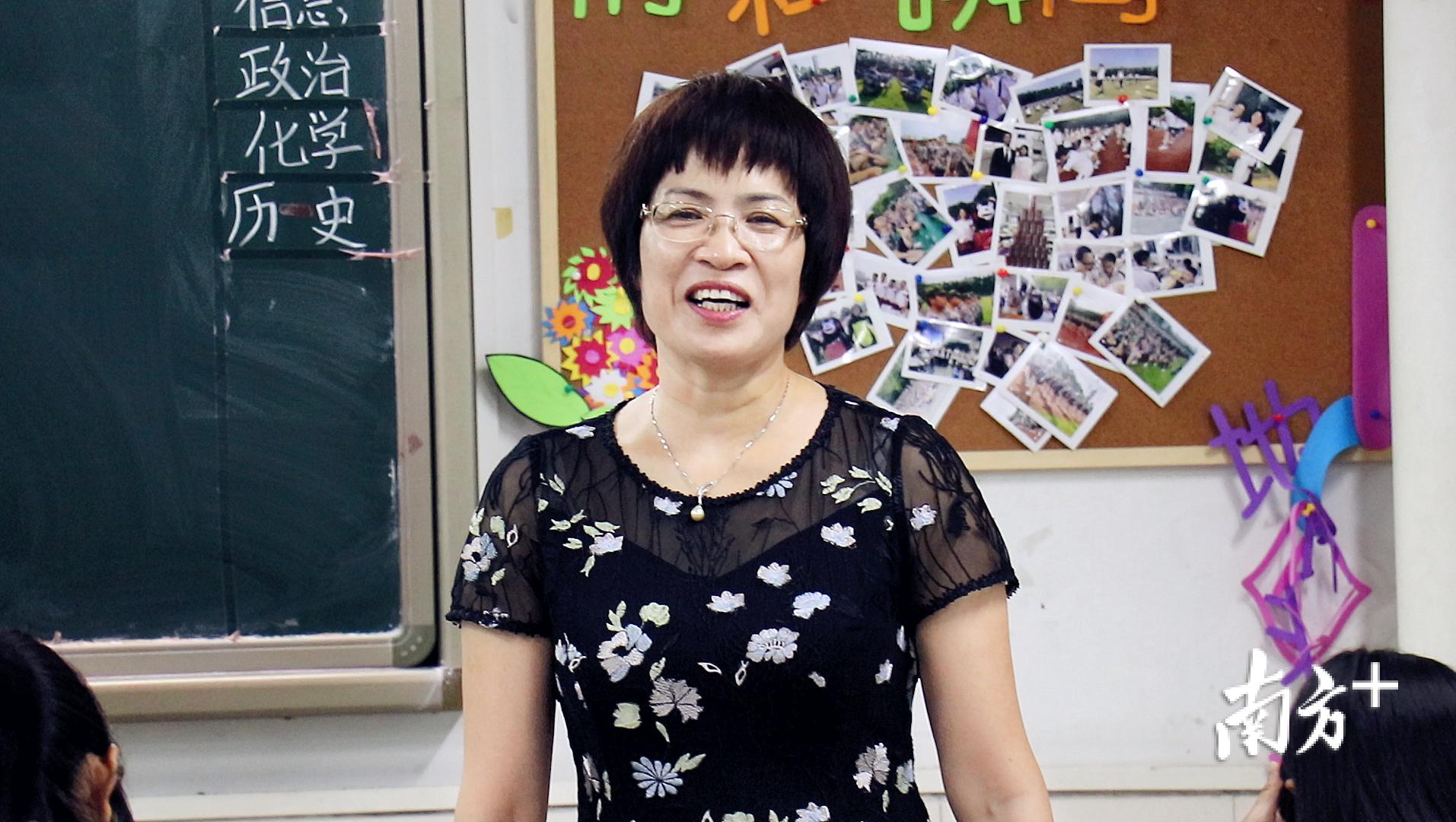 在桂城中学担任校长的7年来,梁瑞娟每周都安排了至少1次值班。田人心 摄