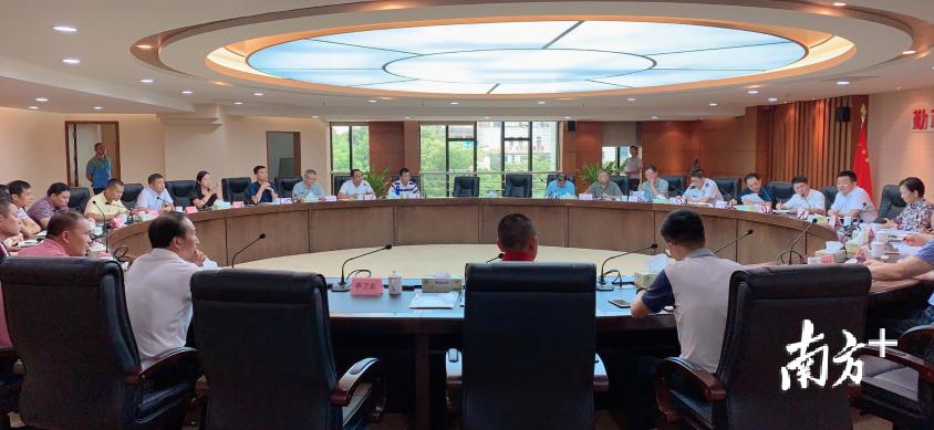 南海新建、扩建学校推进工作会议现场,透露2019年桂城5所学校将完成新建扩建工程。李欣摄