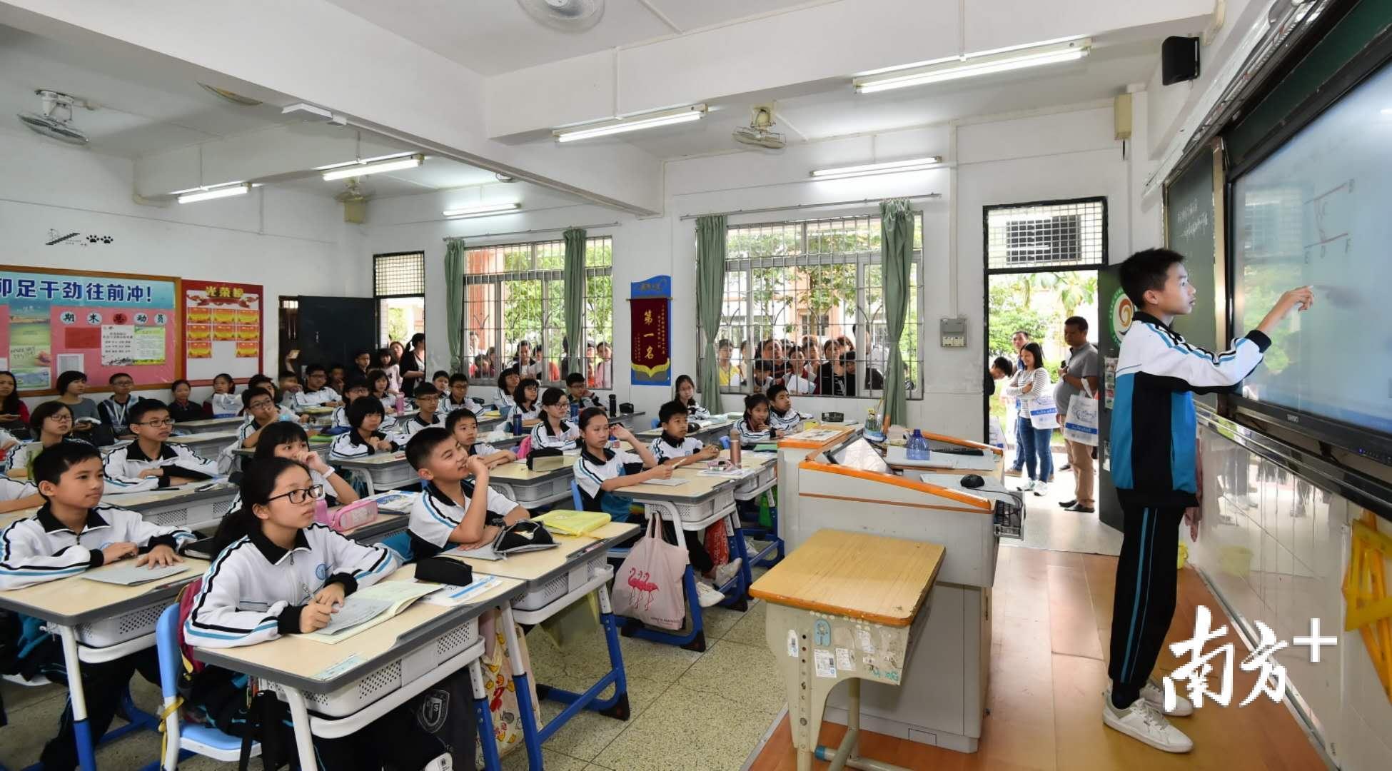 三水的教育综合改革极大地调动了学校办学的积极性,纷纷实行教育教学改革。 三水中学附属初中供图