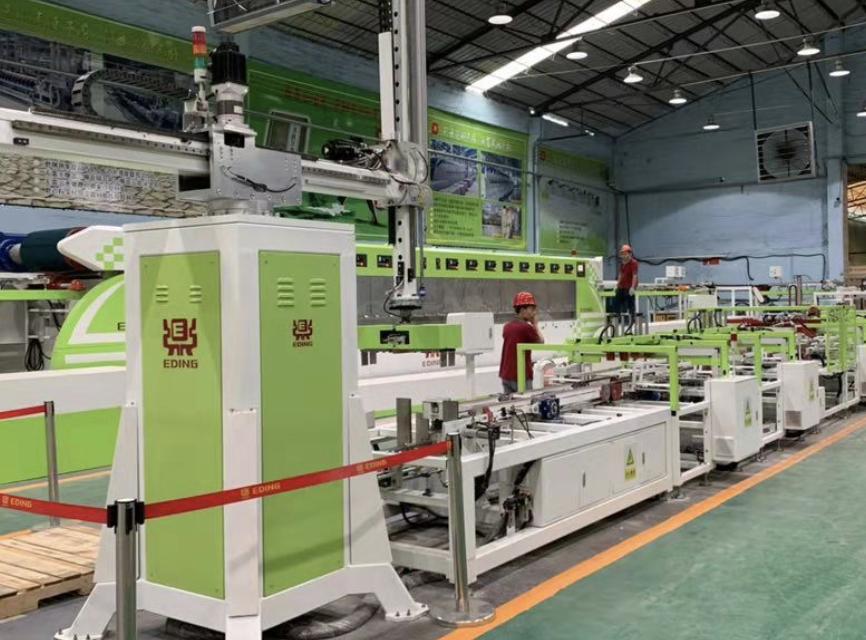 而对市场变化,一鼎科技创新打造绿色智能示范生产线。 李晓玲 摄