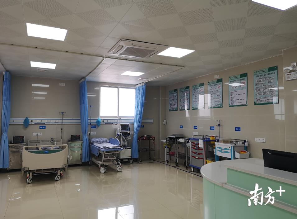 医院内部。