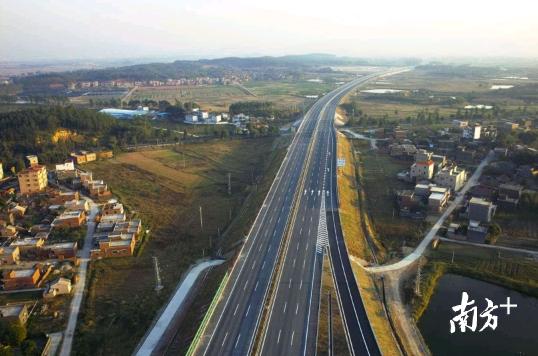 """六条高速公路或新接入高明,形成""""六纵三横""""高速网络体系。资料图片"""