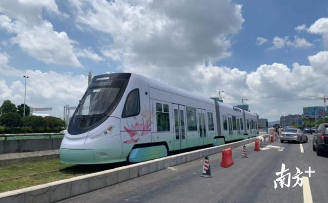 高明有轨电车示范线首期工程年底前将投入试运营。资料图片