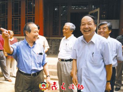 李政道与甘子钊(前右)