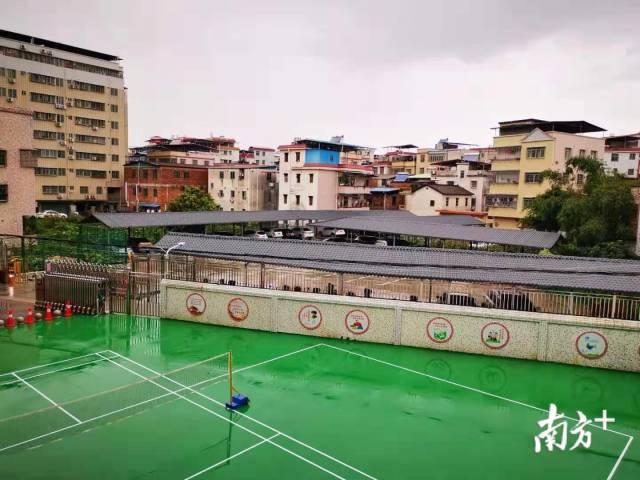 原城中村周边污水塘改造为便民羽毛球场。