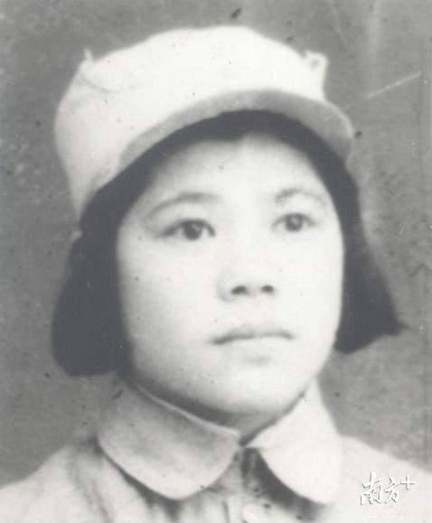 1946年,当时还是中学生的栗原悦子。