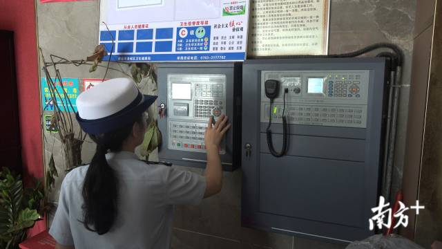 升級改造后的惠州市博羅縣公安局辦案中心視頻監控區,有效推動了執法規范化。汪棹桴 攝