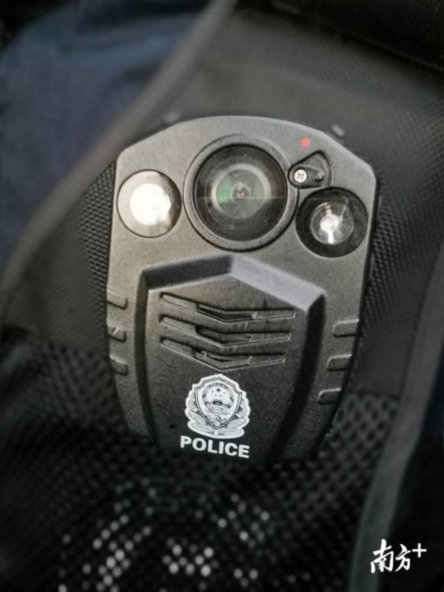 各地公安機關為一線民警配備了執法記錄儀,全程記錄執法現場。受訪單位供圖
