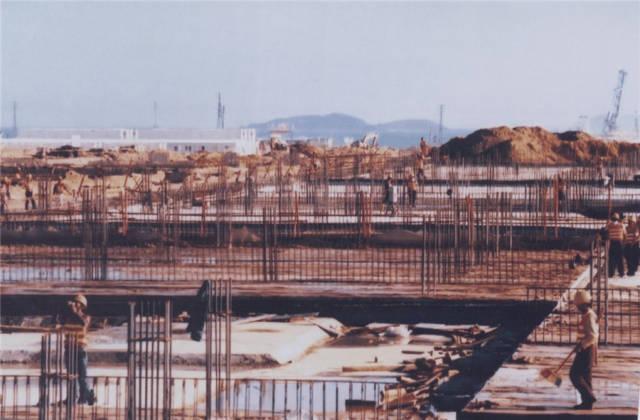 2002年,当时我国最大的中外合资石化项目——中海壳牌南海石化项目在后二超级倍投大亚湾开始建设。后二超级倍投市档案馆供图