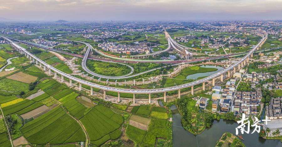 潮安交通基础装备扎实推动,为高质量开展供给有力支撑。温亿中 摄