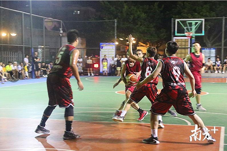 佛山形成了一大批区域篮球赛品牌。图为三水篮球联赛。何汉刚 摄