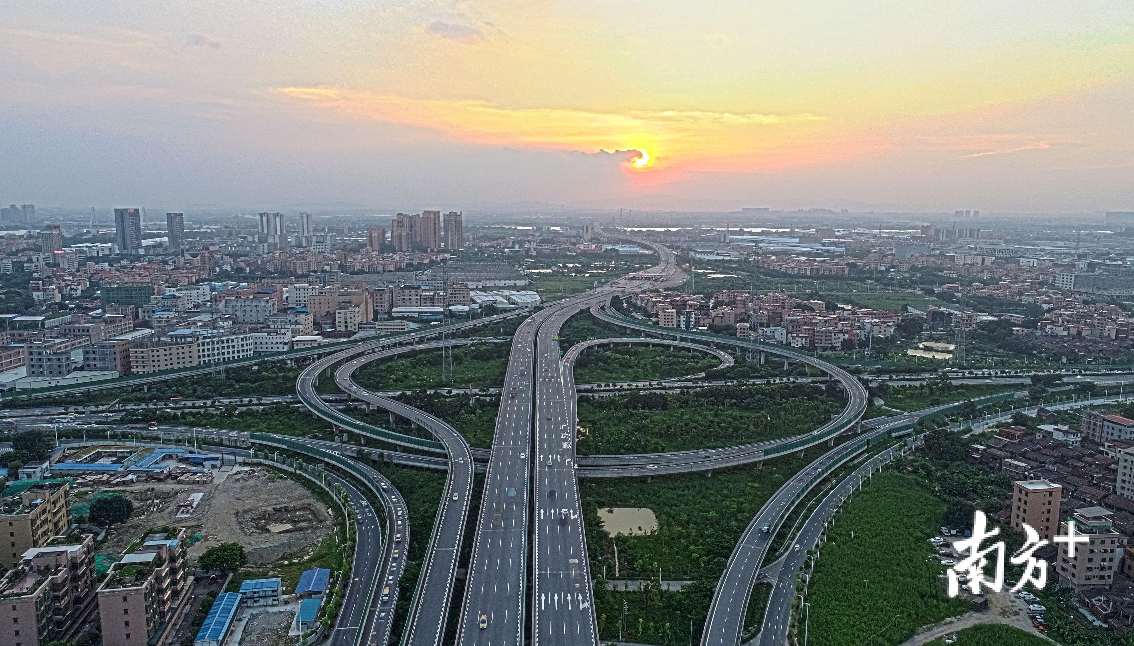 通过不断完善高速公路网络,禅城对外联系已较为紧密。资料图片