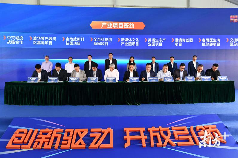 35个重点项目集中签约及动工,涉及项目总投资276亿元。