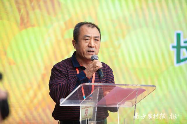 海南省农业农村厅党组成员吴明海出席大会并讲话。