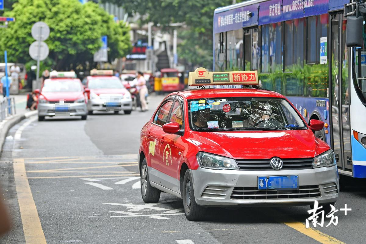 随着网约车的出现,市民的用车习惯正在发生变化。戴嘉信 摄