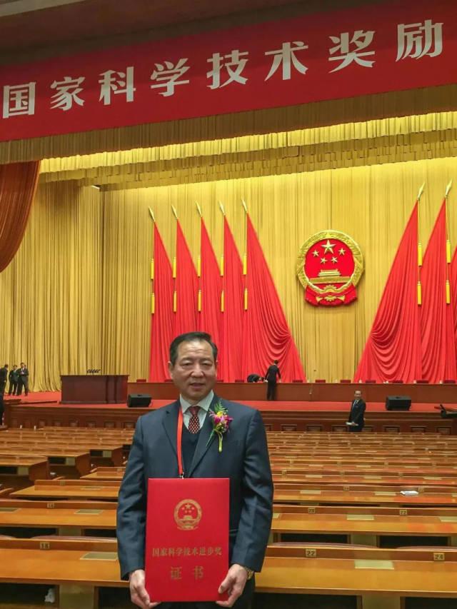 樊小林教授在北京领奖。 来源:华南农业大学微信公众号