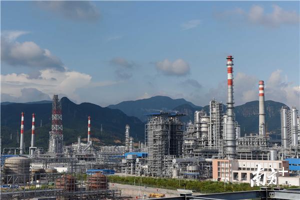 位于大亚湾开发区的中海油惠州炼油项目。南方日报记者 梁维春 摄